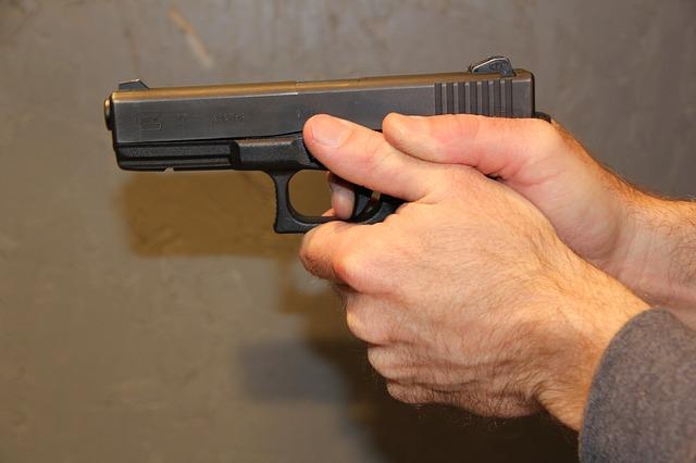 gunpoint-308107_640